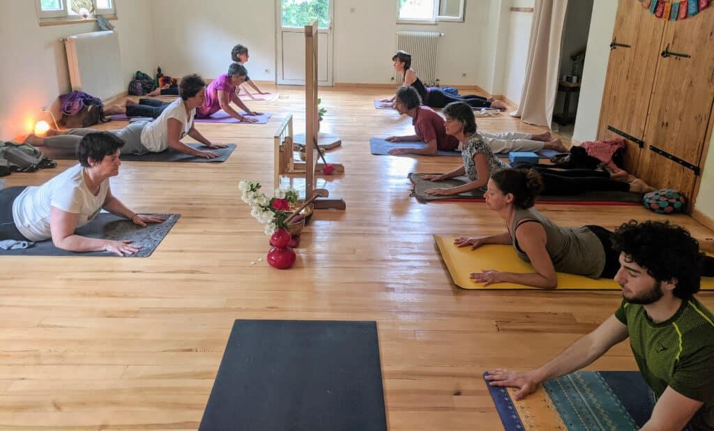 pratique de yoga au shala