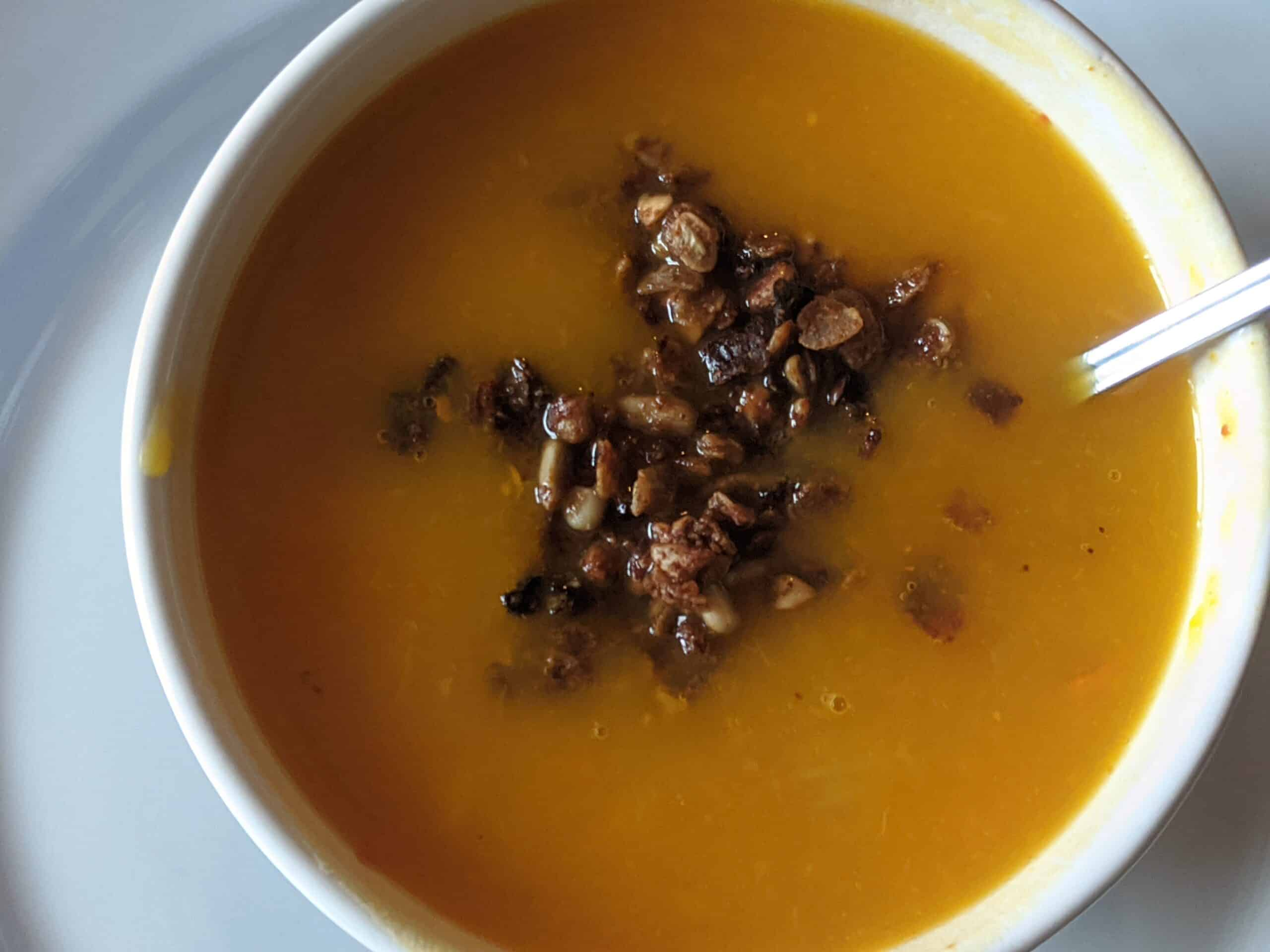 soupe de légumes et granola aux épices